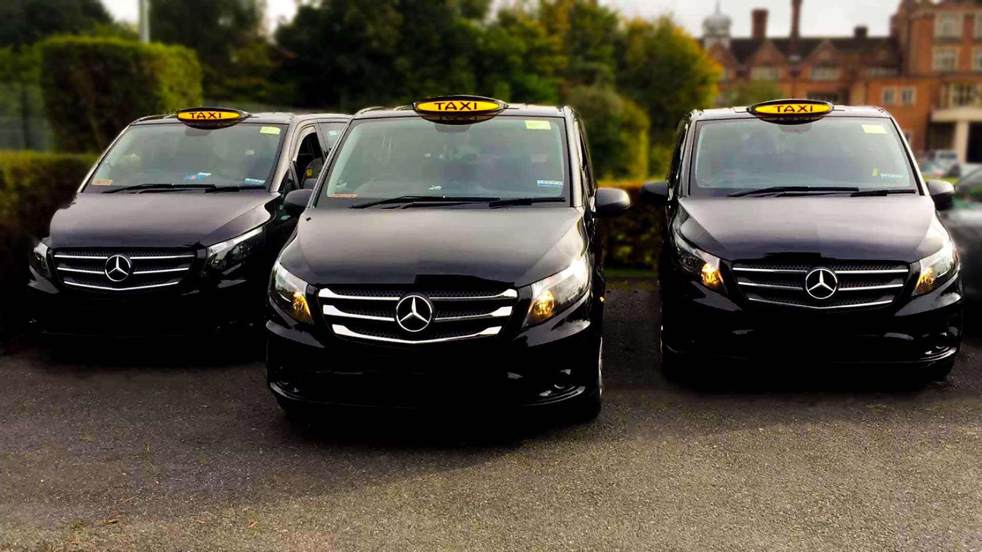 Croydon Prestige Taxis ready to take you to Gatwick, Heathrow, London City, Luton and Stansted - or wherever you want!